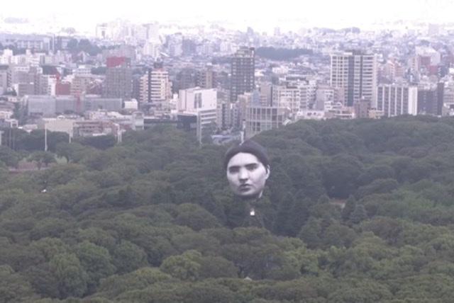 टोकियोको आकाशमा बिशाल मानव अनुहार देखापरेपछि…