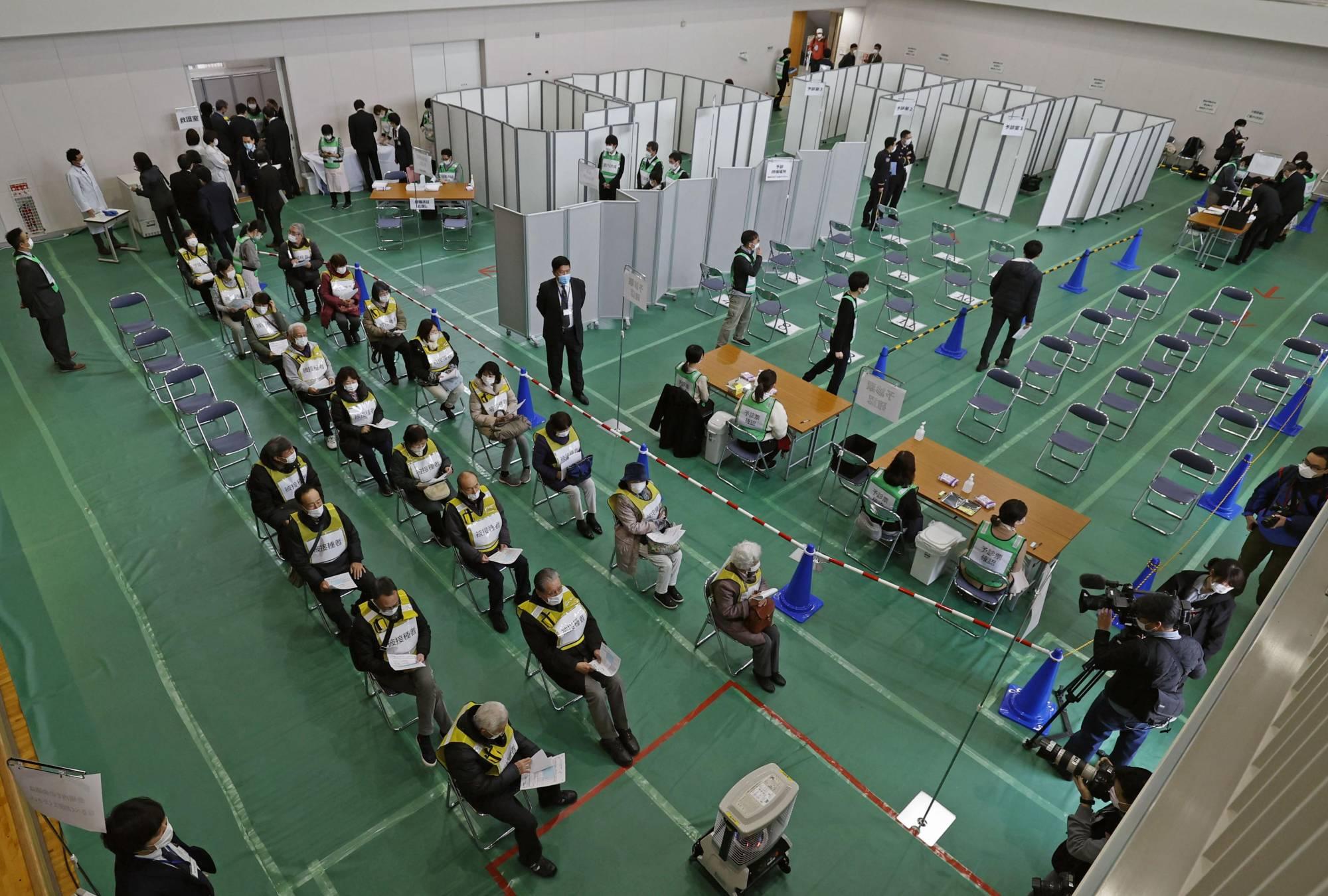 टोकियो र ओसाकामा एकसाथ धेरै व्यक्तिले खोप लगाउन सक्ने ठूला खोप केन्द्र खोलिंदै