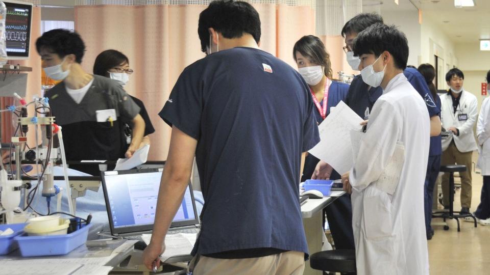 जापानमा कोरोना संक्रमण बढेपछि अस्पतालमा बेड अभावको अवस्था ! खतराको स्तर बढाईंदै