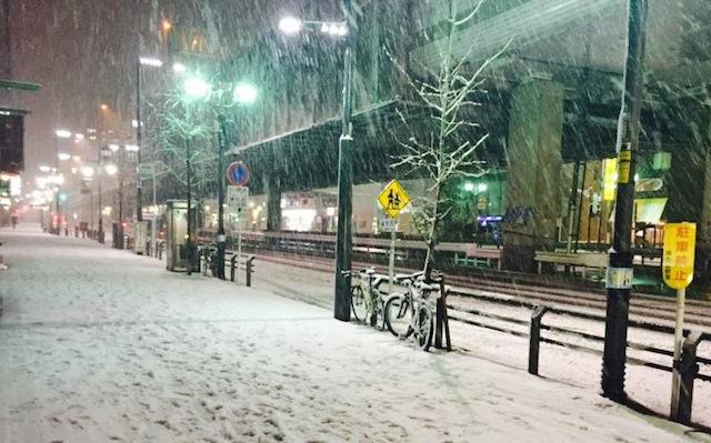 आज टोकियोमा भारी हिमपात हुने-रेल सेवा अवरुद्ध हुनसक्ने, होक्काईदोमा ४० बर्ष यताकै चिसो