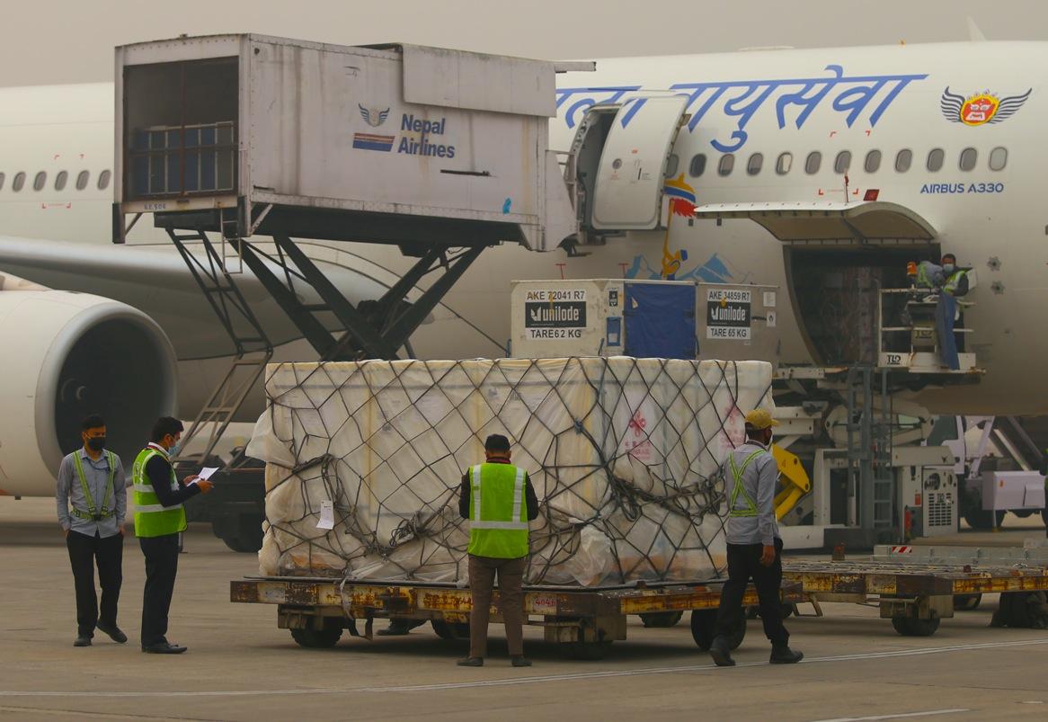 चीनद्धारा नेपाललाई ८ लाख डोज कोरोना खोप सहयोग, भारतबाट १ लाख आयो