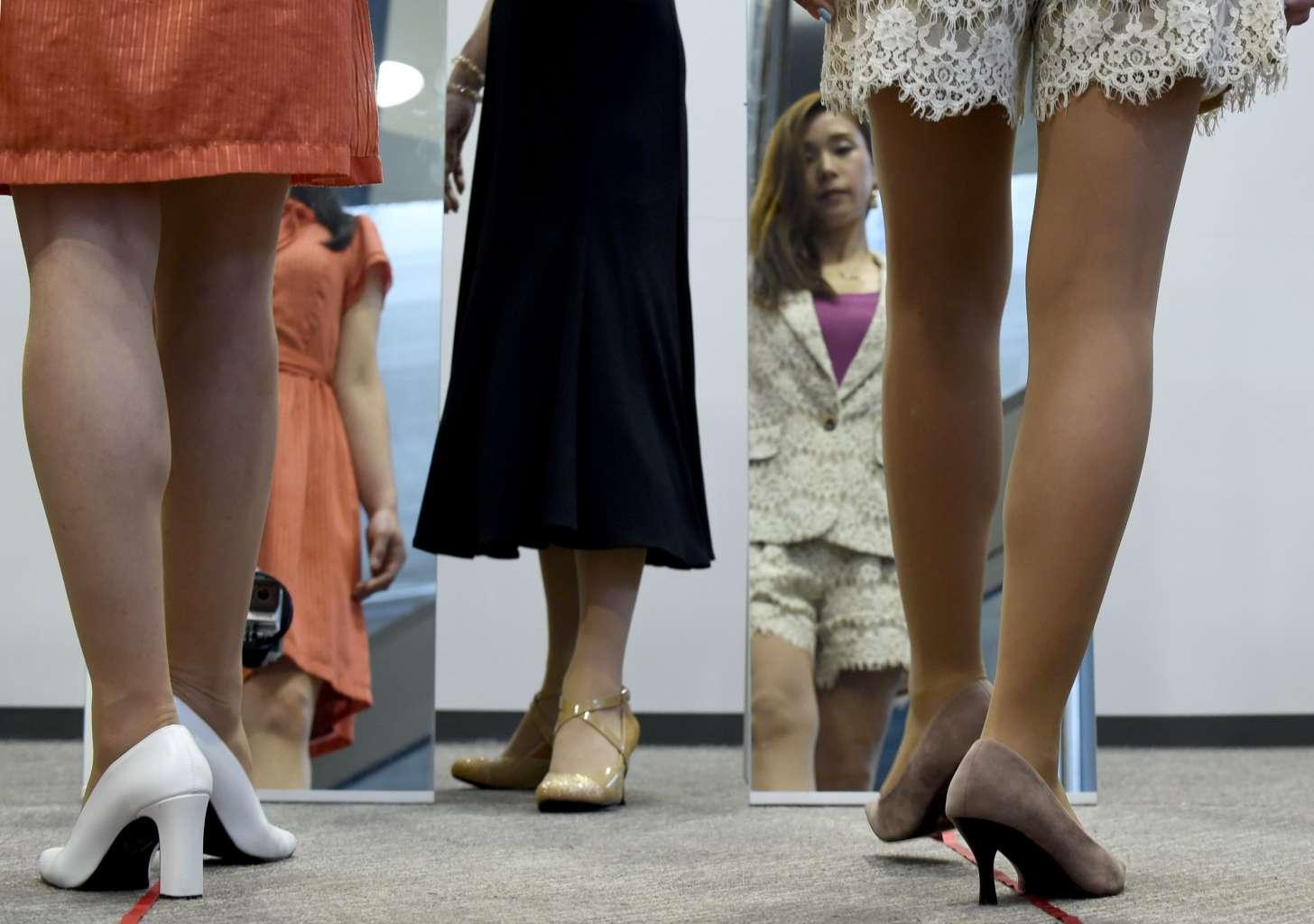 जापानी युवतीहरुले हाई हिल जुत्ता लगाउनुपर्ने नियम विरुद्ध 'ह्यासट्याग कूटू' अभियान थाले