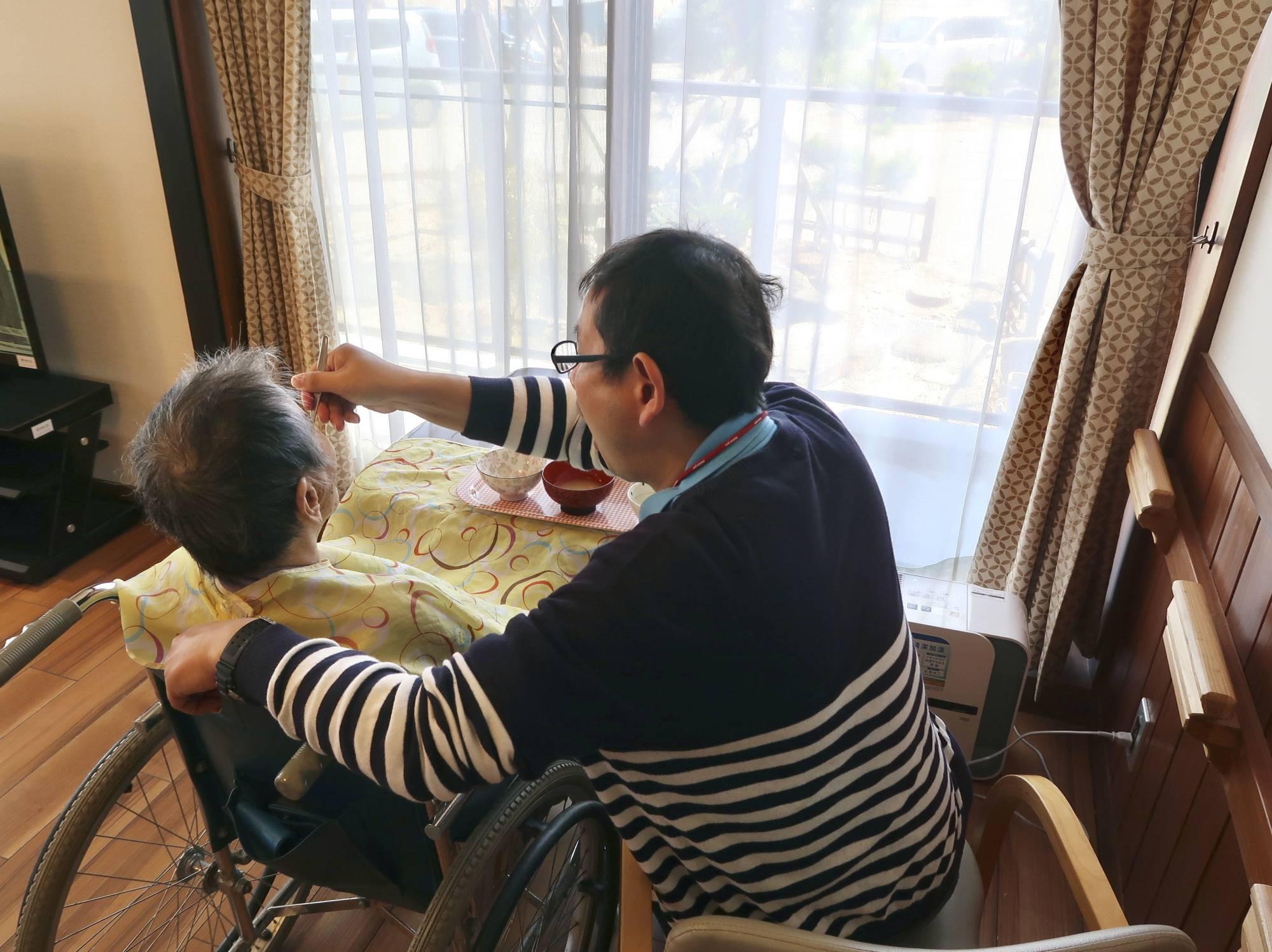 नसुतेको भन्दै नर्सिङ होममा बृद्वालाई हातपात गर्ने केयरगिभर पक्राउ