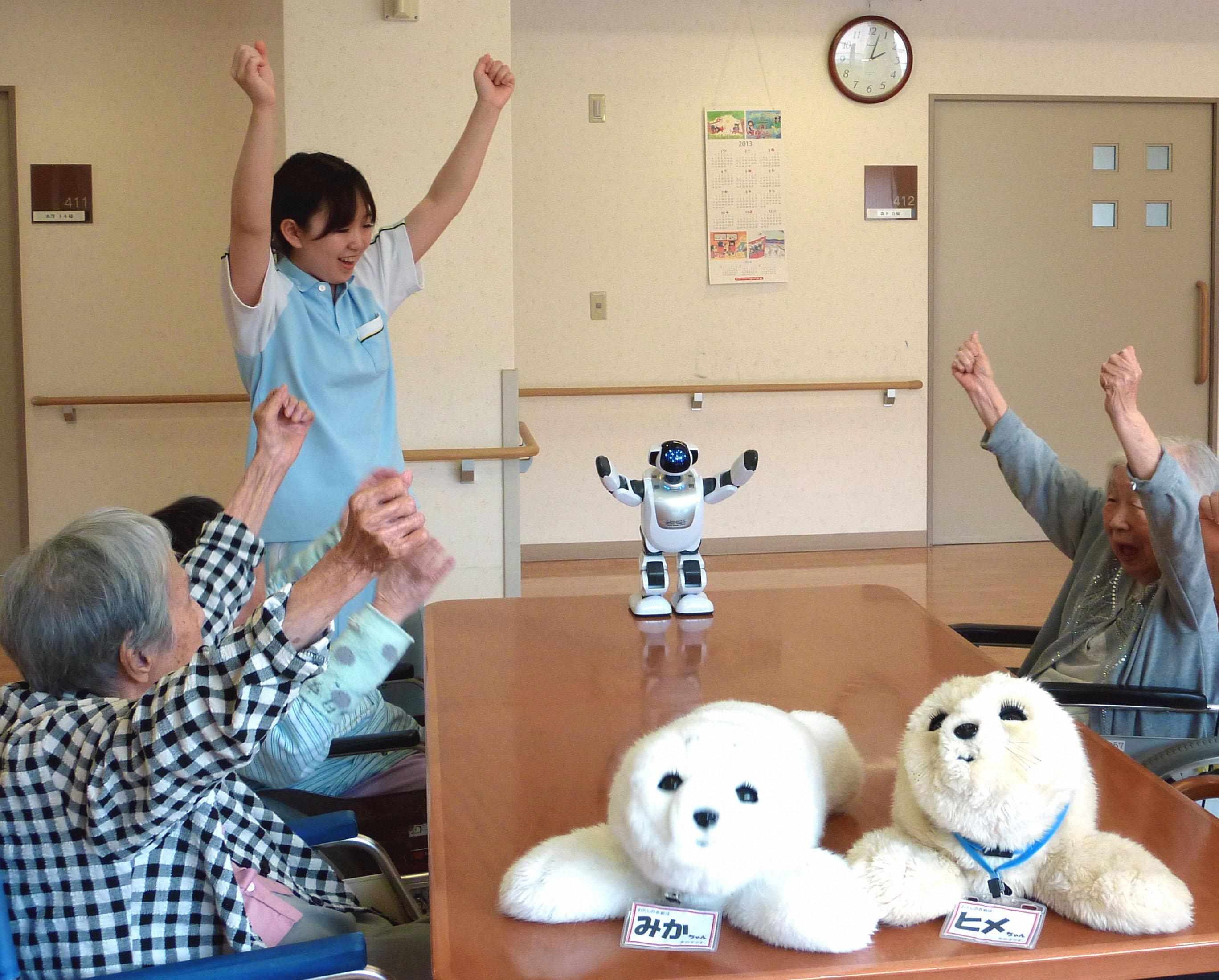 जापानमा केयर गिभरलाई हातमुख जोर्न र उच्च शिक्षा हासिल गर्नै सकस