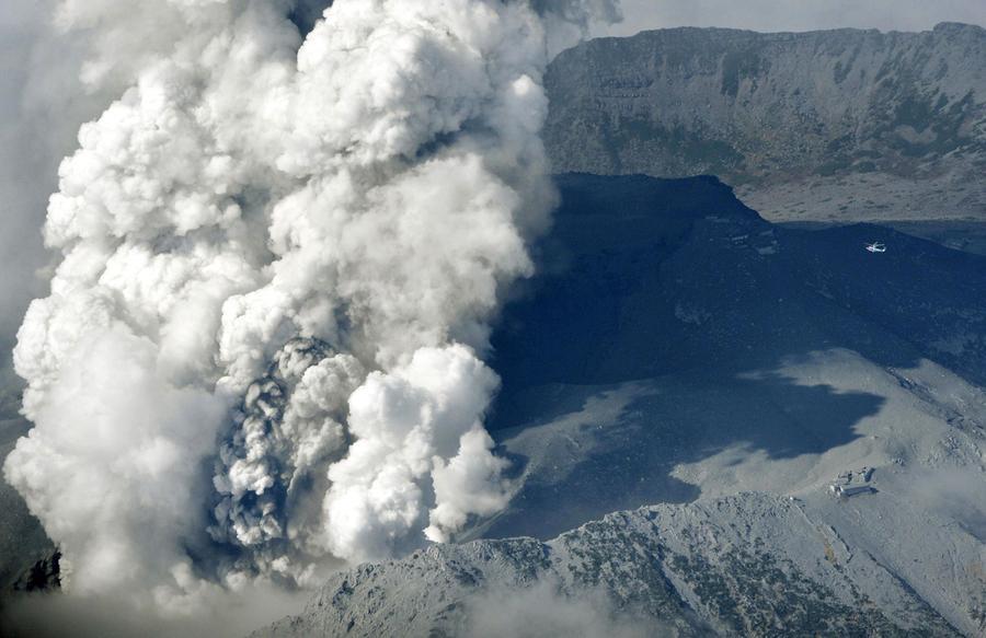 जापान क्युशुको शिन्मोए पर्वतमा शक्तिशालि ज्वालामुखी विस्फोट