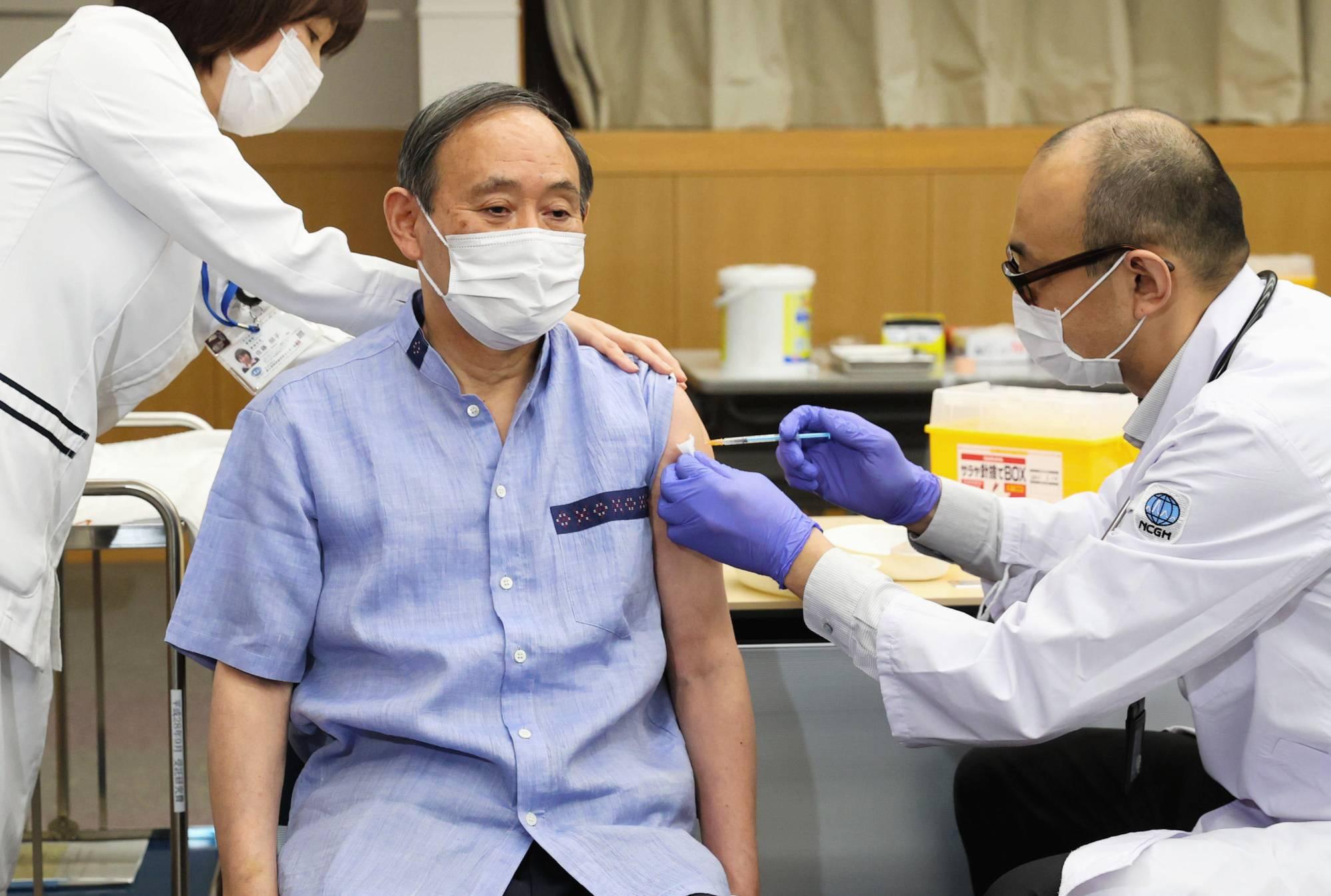 जापानी प्रधानमन्त्री सुगाले कोरोनाको खोप दोस्रो पटक लगाए