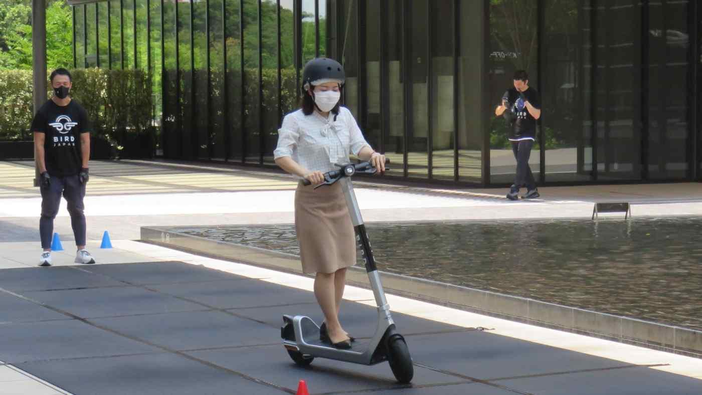दूघर्टना कम गर्न टोकियोमा ई-स्कूटरको गैरकानूनी प्रयोगमा कडाई